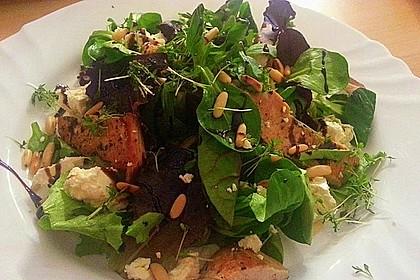 Blattsalate mit Hähnchenstreifen und cremigem Heidelbeerdressing 4