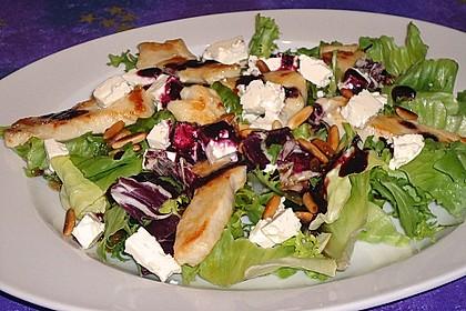 Blattsalate mit Hähnchenstreifen und cremigem Heidelbeerdressing 8