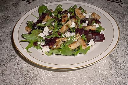 Blattsalate mit Hähnchenstreifen und cremigem Heidelbeerdressing 10