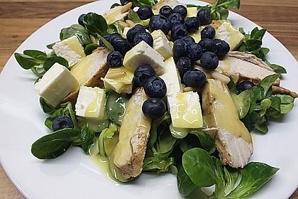 Blattsalate mit Hähnchenstreifen und cremigem Heidelbeerdressing 1