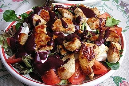 Blattsalate mit Hähnchenstreifen und cremigem Heidelbeerdressing 3