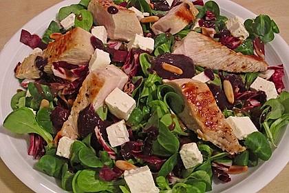 Blattsalate mit Hähnchenstreifen und cremigem Heidelbeerdressing 2