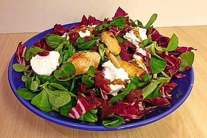 Blattsalate mit Hähnchenstreifen und cremigem Heidelbeerdressing 5