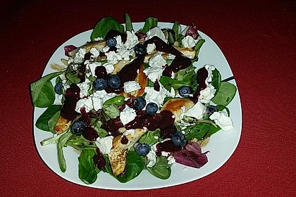 Blattsalate mit Hähnchenstreifen und cremigem Heidelbeerdressing 14