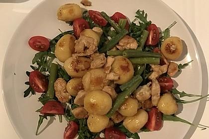 Hähnchenfilet mit Kartoffel-Bohnen-Salat 16