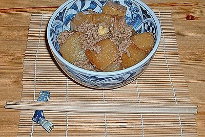 Japanischer gekochter Rettich mit Hackfleisch 3