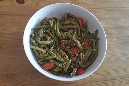 Antipasti mit grünen Bohnen und Pinienkernen (Bild)