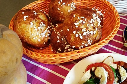 Finnische kleine süße Brötchen (Pikkupullat) 19