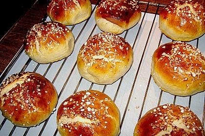 Finnische kleine süße Brötchen (Pikkupullat) 24