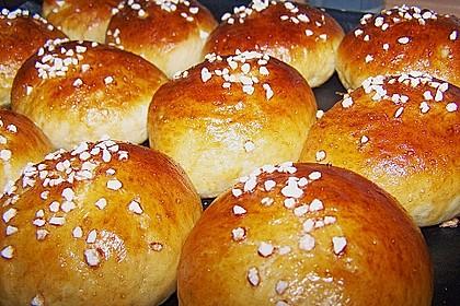Finnische kleine süße Brötchen (Pikkupullat) 16