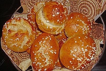 Finnische kleine süße Brötchen (Pikkupullat) 23