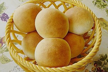 Finnische kleine süße Brötchen (Pikkupullat) 11