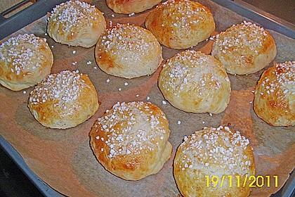 Finnische kleine süße Brötchen (Pikkupullat) 31