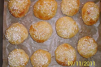 Finnische kleine süße Brötchen (Pikkupullat) 33