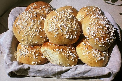 Finnische kleine süße Brötchen (Pikkupullat) 3