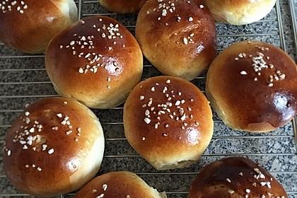 Finnische kleine süße Brötchen (Pikkupullat) 18