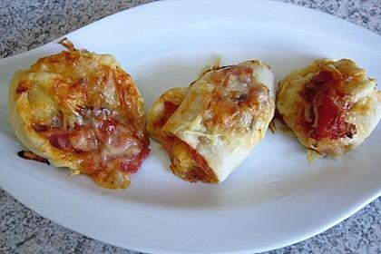 Gefüllte Pizzabrötchen mit Schinken und Käse 4