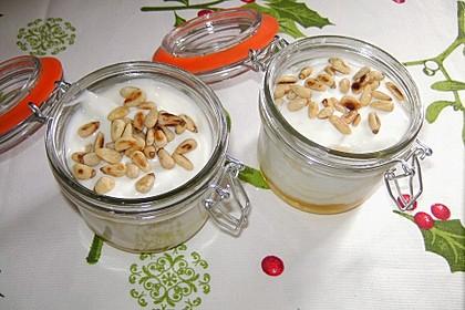 Bananen-Joghurt mit Pinienkernen 1