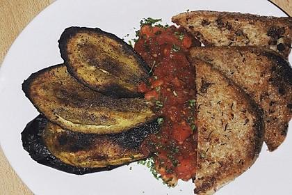 Gegrilltes Auberginen-Carpaccio mit scharfer Tomatensalsa 6