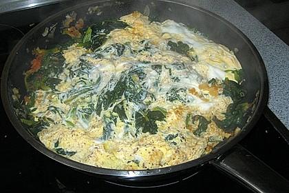 Türkische Eierpfanne mit frischem Spinat 4