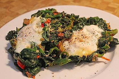 Türkische Eierpfanne mit frischem Spinat 2