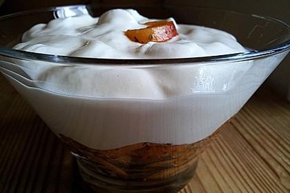 Quarkmousse mit Zuckeraprikosen und Minze