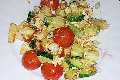 Zucchini-Kohlrabi-Pfanne mit Tomaten und Tofu
