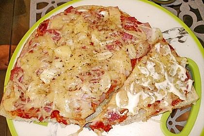 Fladenbrotpizza mit einem Hauch von Knoblauch 1