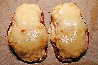 Fleischkäse auf Graubrot mit Senfhaube