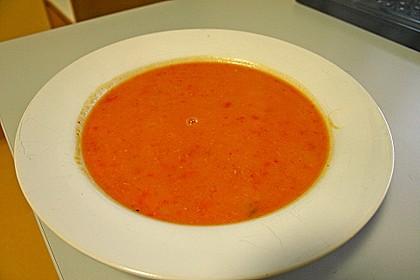 Rote Paprikasuppe mit weißen Bohnen 2