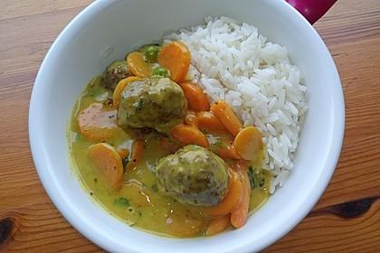 Hackbällchen in Möhren-Currysoße 40