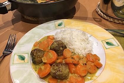 Hackbällchen in Möhren-Currysoße 15