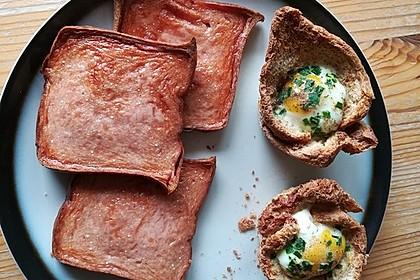 Gebackene Toast-Muffins mit Ei und Speck 44