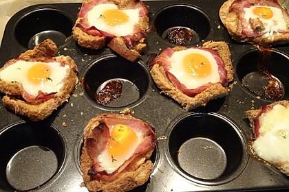 Gebackene Toast-Muffins mit Ei und Speck 52