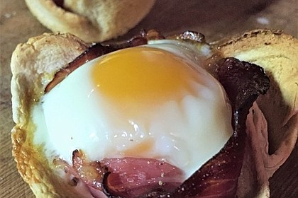 Gebackene Toast-Muffins mit Ei und Speck 46