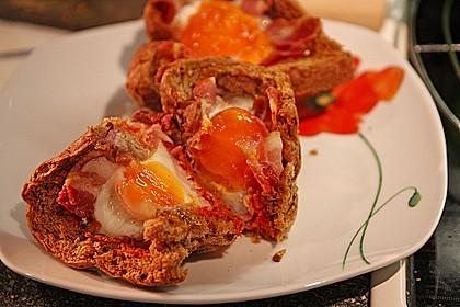 Gebackene Toast-Muffins mit Ei und Speck 27