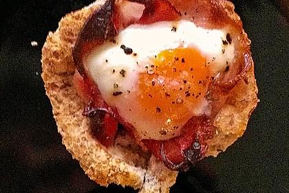 Gebackene Toast-Muffins mit Ei und Speck 40