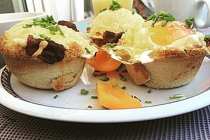 Gebackene Toast-Muffins mit Ei und Speck 8