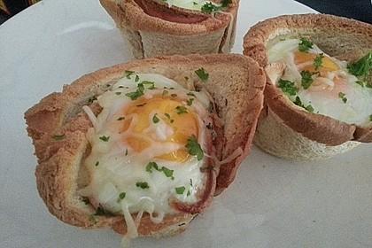 Gebackene Toast-Muffins mit Ei und Speck 26