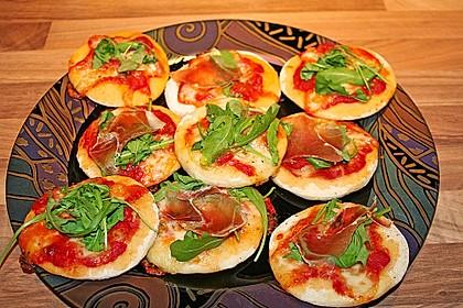 Pizzetti mit Rucola und Parmesan