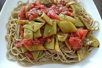 Penne mit Stangenbohnen in Tomatensauce