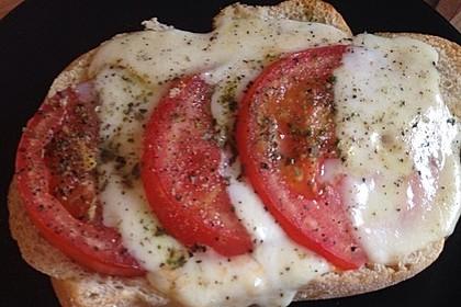Sarahs ultimatives Tomaten-Mozzarella Baguette 4