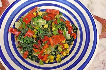 krümeltiegers buntes Gemüse in den Farben rot, gelb, grün, weiß