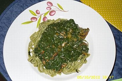 Tagliatelle mit Pfifferlingen und Spinat (Bild)