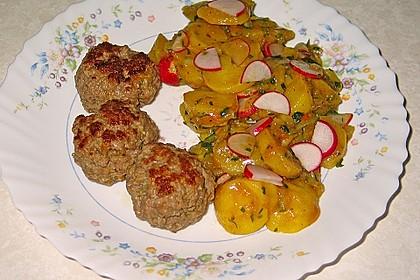 Kartoffel-Radieschen Salat mit Salatgurke und Kräutern 5