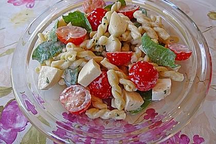 Mediterraner Nudelsalat mit Rucola und Zitronendressing 3