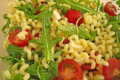 Mediterraner Nudelsalat mit Rucola und Zitronendressing 1