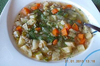 Winterliche Gemüsesuppe mit Dinkelkörnern