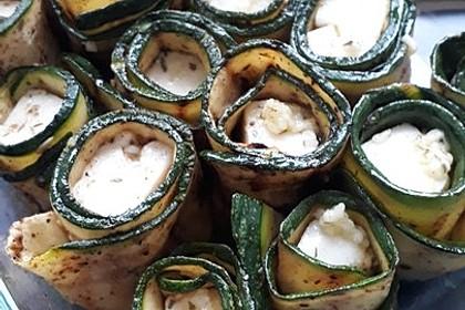 krümeltigers gefüllte Zucchiniröllchen mit Käse überbacken (Bild)