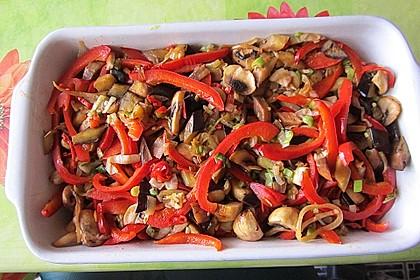 Überbackene Hähnchenfilets mit mediterranem Gemüse 25